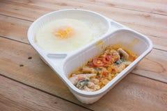 Gelata di basilico Fried Chicken e del cibo pronto dell'uovo fritto Fotografia Stock Libera da Diritti