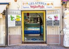 Gelateria italien traditionnel de boutique de crème glacée dans Alghero images stock