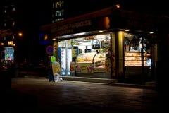 Gelateria in Sliema nachts, Malta Lizenzfreie Stockfotos