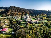 Gelati-Kloster am Sommertag, Georgia, von der Luft Stockfotos
