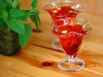 Gelatin vermelho com frutas imagem de stock royalty free