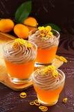 Gelatina arancio con la mousse di cioccolato Fotografie Stock Libere da Diritti