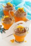 Gelatina arancio con la mousse di cioccolato Fotografia Stock Libera da Diritti