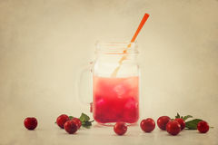Gelatina della bevanda fresca nel tono d'annata di colore su struttura di carta del grano Immagine Stock
