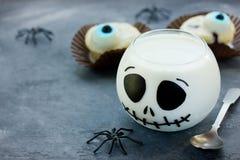 Gelatina Jack Skeleton, idee della crema del dessert di Halloween dell'alimento di divertimento per Immagini Stock Libere da Diritti