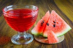 Gelatina rossa con frutta Immagini Stock