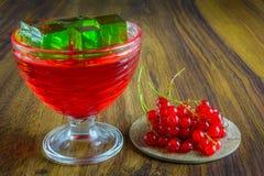 Gelatina rossa con frutta Fotografia Stock