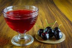 Gelatina rosso scuro con frutta Fotografia Stock Libera da Diritti