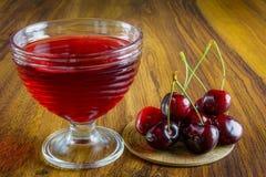Gelatina rosso scuro con frutta Immagini Stock Libere da Diritti