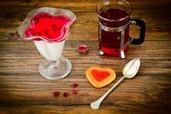 Gelatina saporita dolce del melograno con tè Fotografia Stock Libera da Diritti