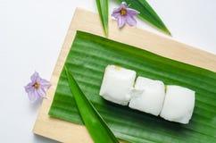 Gelatina tailandese con la crema della noce di cocco sulla foglia verde della banana Fotografie Stock