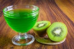 Gelatina verde con frutta Immagini Stock