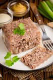 Gelatine con la carne, áspide de la carne de vaca, plato ruso tradicional, porción fotografía de archivo libre de regalías
