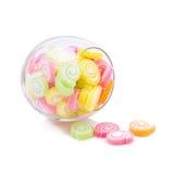 Gelatine el postre dulce del caramelo de la fruta del sabor colorido en los tarros de cristal encendido Imagen de archivo
