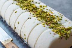 Gelato alla vaniglia di Maras del turco con la polvere del pistacchio immagini stock