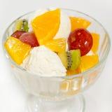 Gelato con frutta in un glass2 Fotografia Stock Libera da Diritti