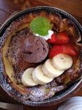 Gelato del pancake di Rotee con i frutti Fotografia Stock