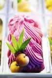 Gelato dolce gastronomico colourful misto del gelato nell'esposizione del negozio immagine stock libera da diritti