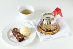 Gelato e brownie con la teiera Immagini Stock