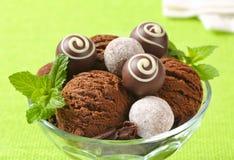 Gelato e tartufi del cioccolato fotografia stock