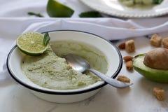 Gelato saporito fatto a mano pronto con l'avocado Fine in su fotografie stock libere da diritti