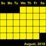 Gelb August-2018 auf dem schwarzen Planerkalender groß Stockbild