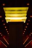 Gelb beleuchtete Spalte Stockbilder