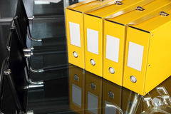 Gelb dokumentiert Faltblätter Lizenzfreie Stockbilder
