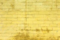 Gelb gemalte alte Backsteinmauer Lizenzfreies Stockfoto