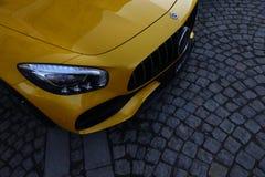 Gelb Mercedes-Benzs AMG GT C stockbild