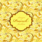 Gelb-orangeer Pfau versieht Musterhintergrund mit Federn Schließen Sie zusätzliches Format ENV ein (Adobe-Illustrator) Stockfotos