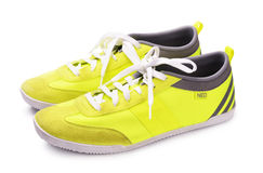 Gelbe Adidas-Neoschuhe Stockfotos