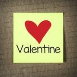 Gelbe Anmerkung mit Valentinsgruß Stockfotografie