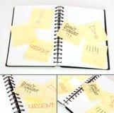 Gelbe Anmerkungs-Steuerknüppel auf Tagebuch Lizenzfreie Stockfotos