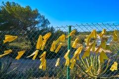 Gelbe Bändchen in Katalonien-Protest stockfotografie