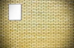 Gelbe Backsteinmauer und weißes Zeichen Stockbilder
