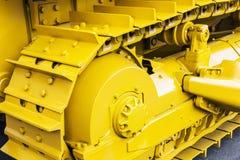 Gelbe Bahnen des Traktors oder der Planierraupe Lizenzfreie Stockbilder