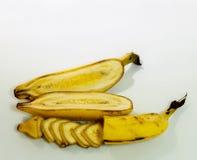Gelbe Bananen cutted in der Mitte Lizenzfreies Stockbild