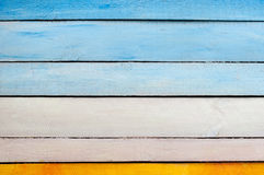 Gelbe blaue weiße hölzerne Wand Stockfoto