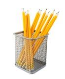 Gelbe Bleistifte im Metalltopf Stockfoto