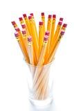 Gelbe Bleistifte mit einem Gummi am Ende Stockfotografie