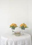 Gelbe Blume auf weißem Hintergrund Stockbilder