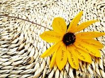 Gelbe Blume der Liebe lizenzfreies stockfoto