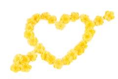 Gelbe Blumen in der Form des Herzens Stockfotos