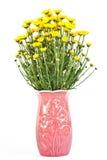 Gelbe Blumen in einem Vase. Stockfoto
