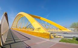 Gelbe Bogenbrücke stockbilder