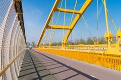 Gelbe Bogenbrücke lizenzfreies stockbild