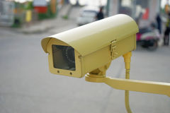 Gelbe CCTV-Überwachungskamera Stockfoto