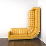 Gelbe Couch verbog, um oben zu steigen Stockfotografie
