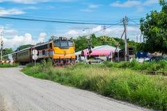 Gelbe Eisenbahnidentität des Zugs schön Stockfotografie